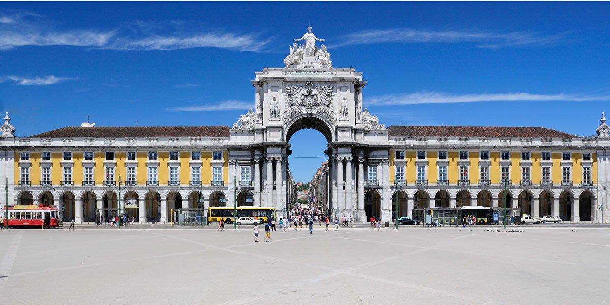 Praça do Comércio - Foto retirada de http://www.tryplisboaaeroporto.com/
