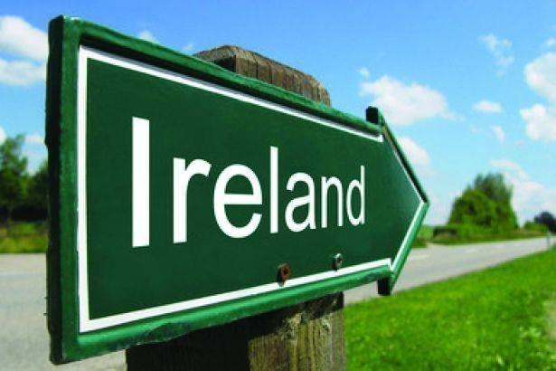 Placa indicando a direção da Irlanda