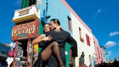 Casal dançando Tango na Calle Caminito - Fonte: http://www.buenosaires.travel/