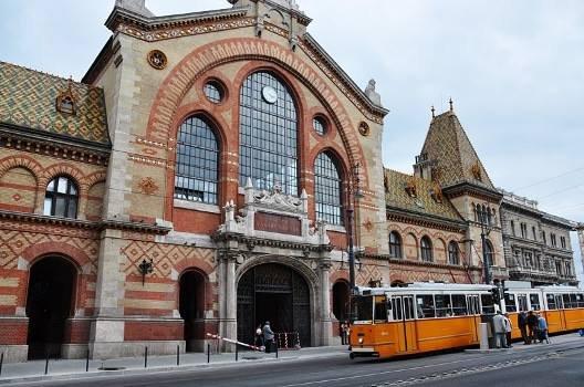 O que fazer em Budapeste: Vista externa do Mercado Central de Budapeste (Vásárcsarnok)