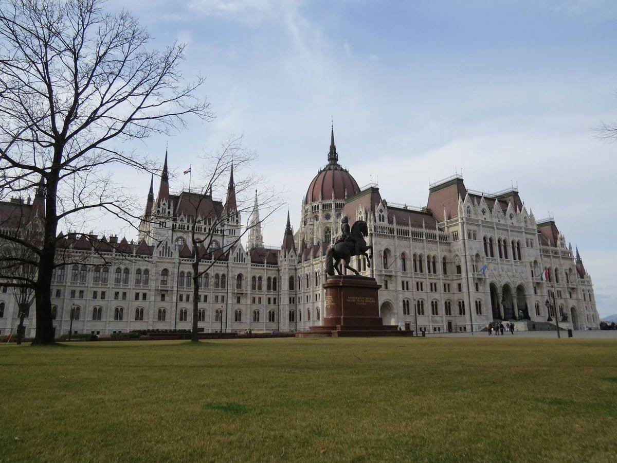 O que fazer em Budapeste - Vista externa do Parlamento Húngaro