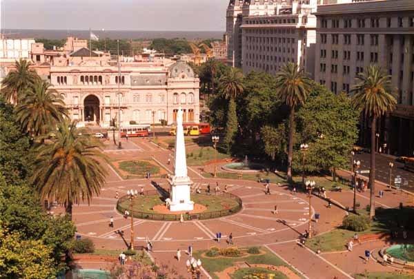Vista da Plaza de Mayo - Fonte: http://www.artlinguas.com.br