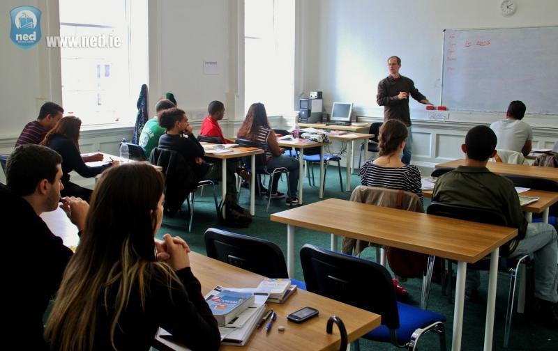 Sala de aula da escola NED | Intercâmbio em Dublin