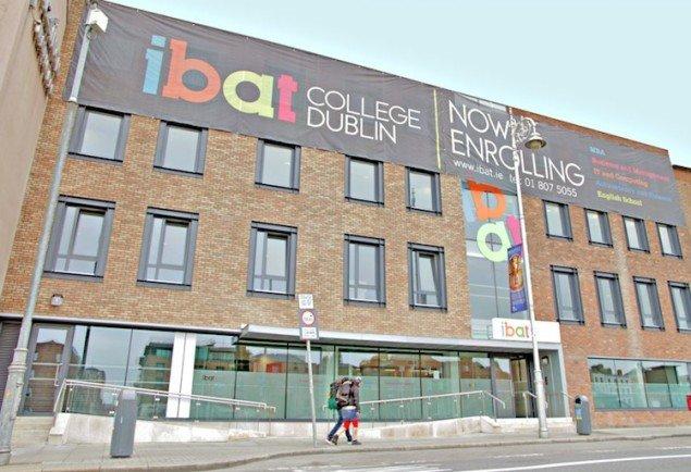 Fachada de um dos campus da IBAT | Intercâmbio em Dublin