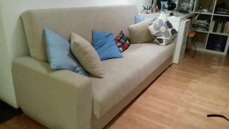Sofá que dormi em Sorrento pelo Couchsurfing | Como economizar com a hospedagem