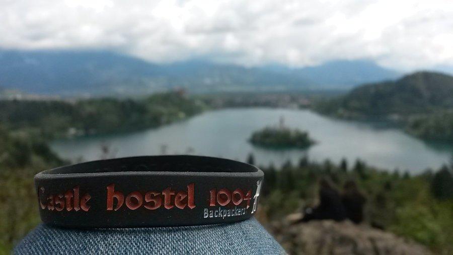 Pulseira do Castle Hostel 1004 que dá descontos em alguns lugares de Bled