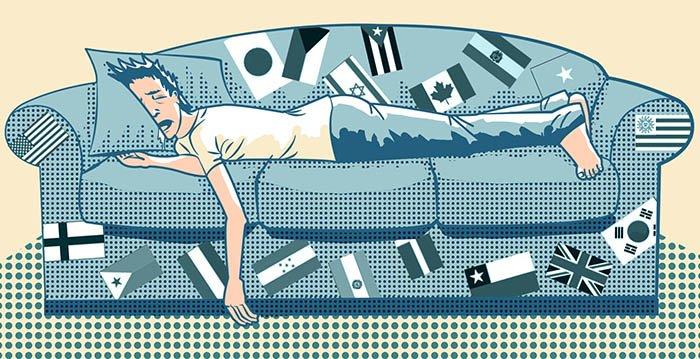 Viajante dormindo no sofá