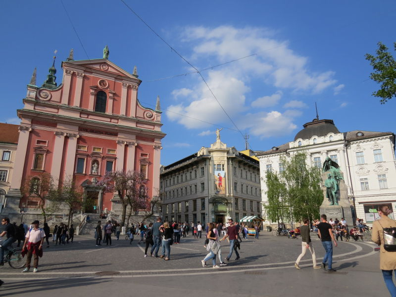 Praça Presernov e Igreja Franciscana