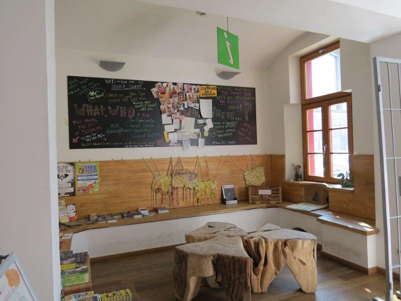 Recepção do Hostel Celica - Uma ótima opção de hostel em Liubliana