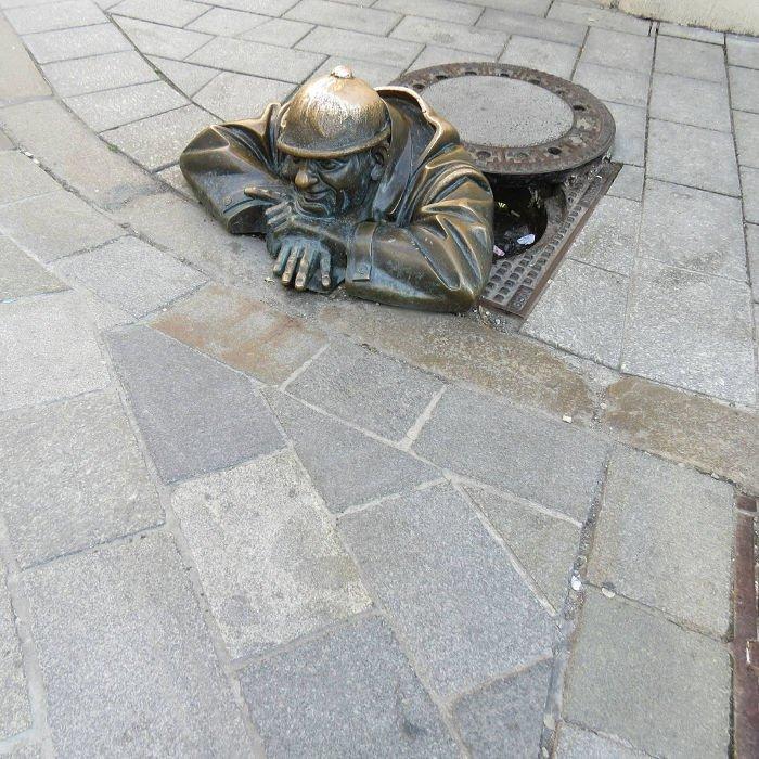 Estátua do observador | O que fazer em Bratislava
