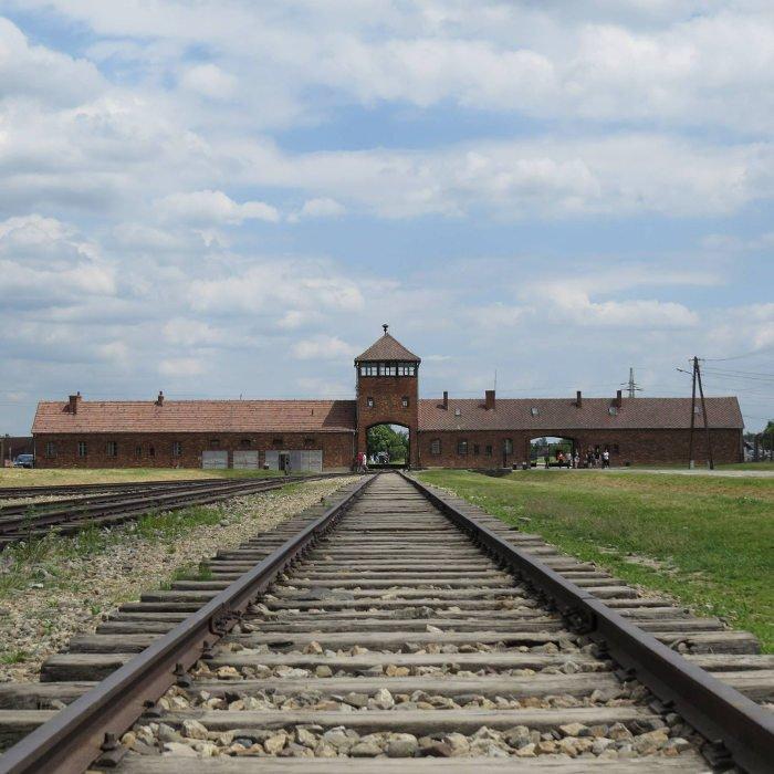 Entrada do Campo de Concentração Auschwitz II | Dicas para visitar Auschwitz