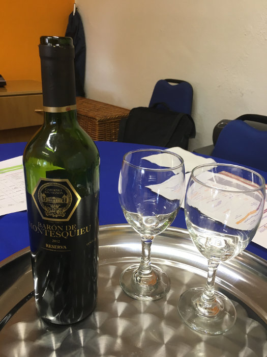 Vinho servido no Welcome meeting
