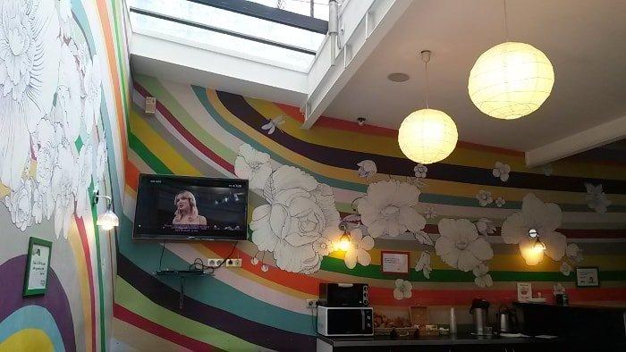 Área do café da manhãl | OOPS Hostel em Paris