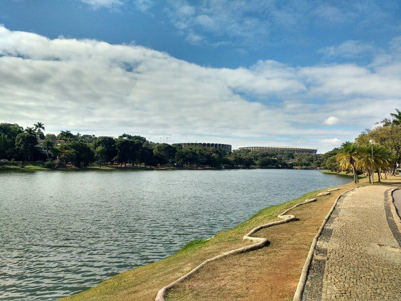Lagoa da Pampulha com o Mineirão ao fundo | O que fazer em BH