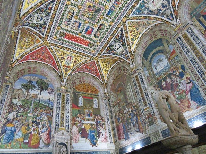 Interior da Biblioteca Piccolomini