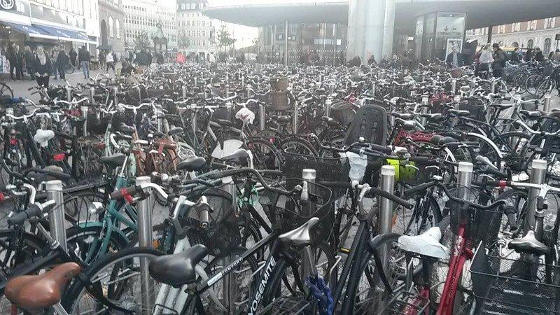 Umas dezenas de bike estacionadas!