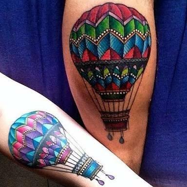 Balões coloridos.