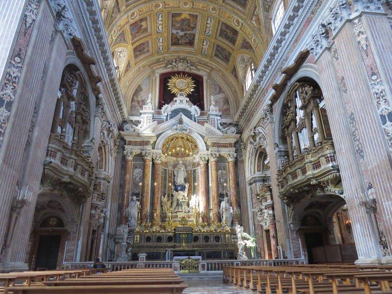 Altar da igreja Gesù Nuovo.