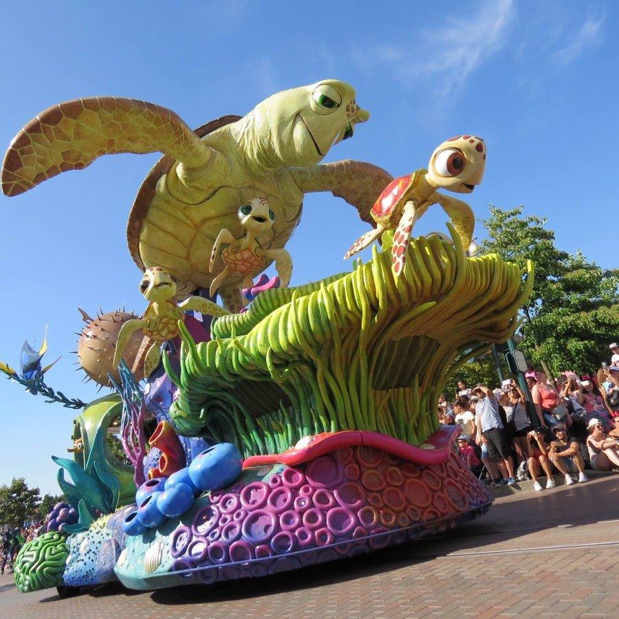 Disney Stars on Parede = desfile com os personagens   O que fazer na Disney Paris em 1 dia