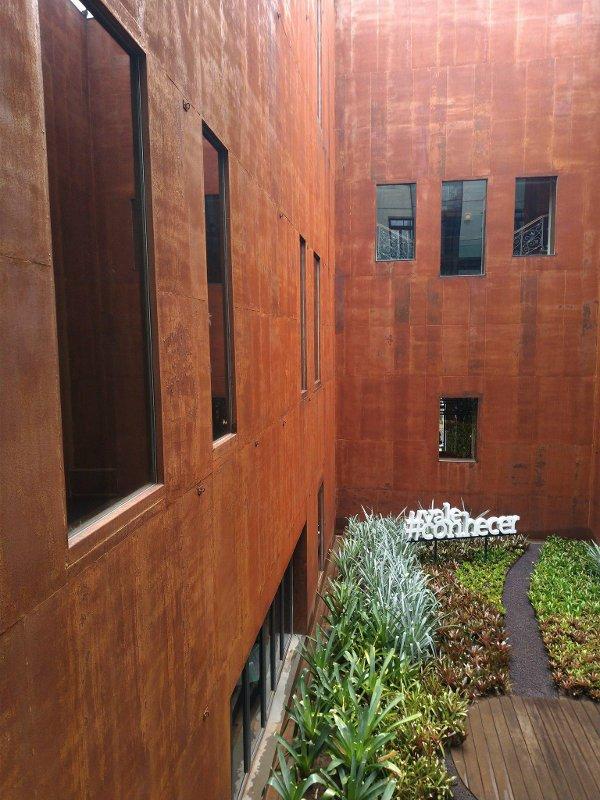 Jardim interno.