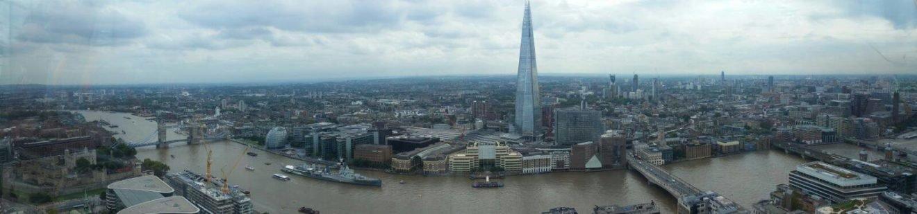 Foto panorâmica do alto do Sky Gardens.