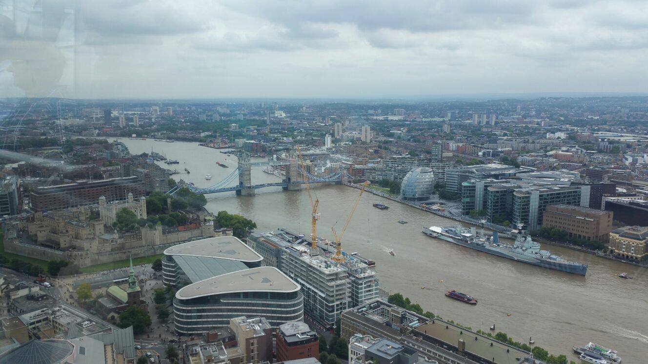 Rio Tâmisa e Tower Bridge vistos do Sky Gardens.
