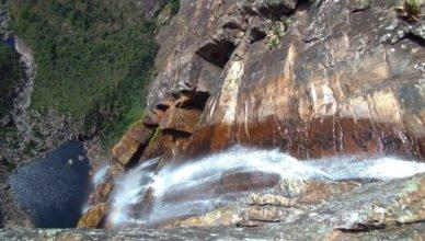 Foto de cima da Cachoeira do Tabuleiro