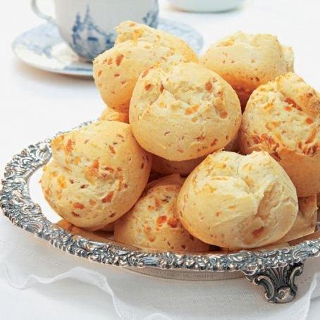 Pão de queijo (bread and cheese)