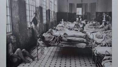 Uma das várias fotos expostas no Museu da Loucura em Barbacena
