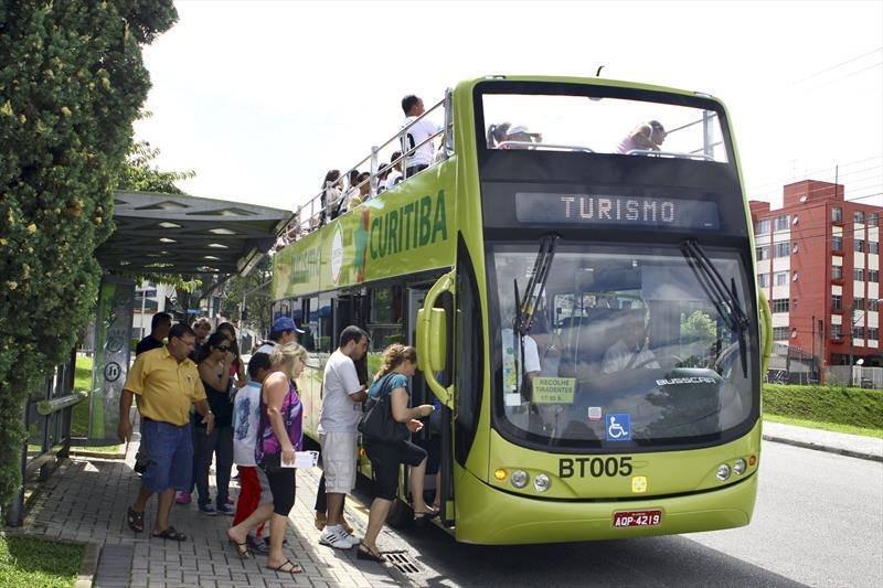 Ônibus da linha turismo em Curitiba. Crédito: Instituto Municipal de Turismo.