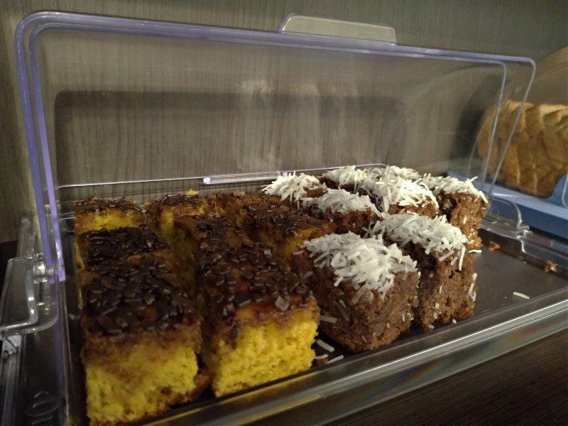 Bolo de cenoura com cobertura de chocolate e bolo de prestígio! Delícia demais!