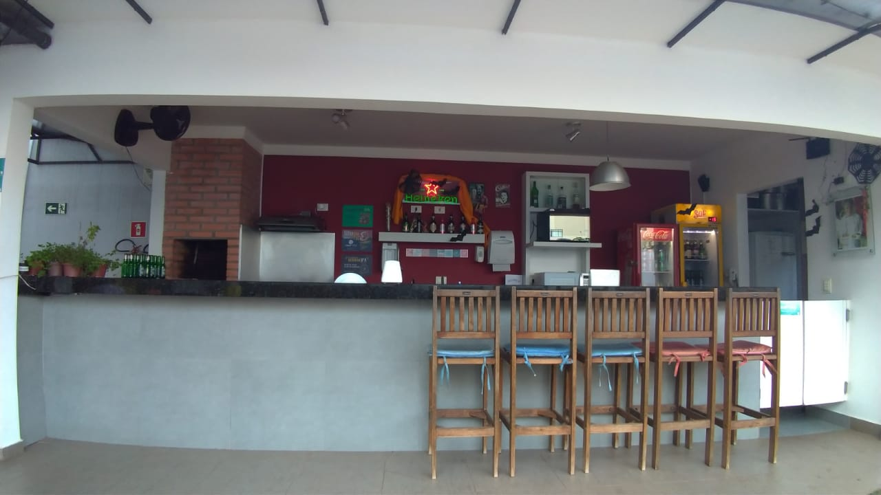 Olha que bonitinho o bar do hostel   Onde ficar em Foz do Iguaçu