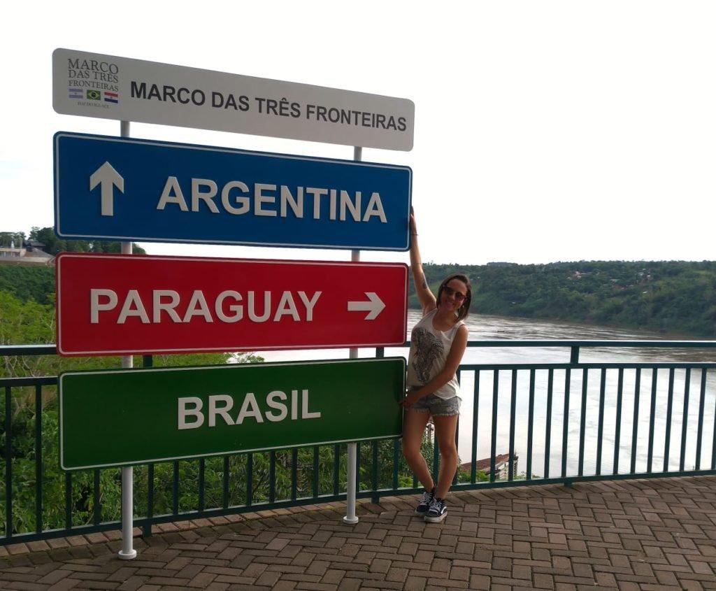 Placa com os 3 países que fazem parte da tríplice fronteira.