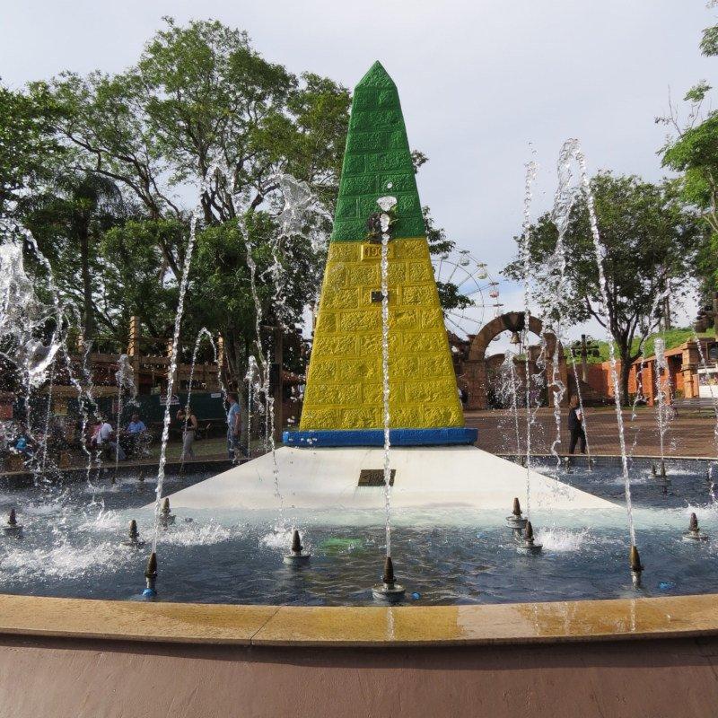 Obelisco do Marco das 3 Fronteiras.
