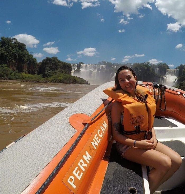 Foto no barco dentro do rio já fazendo o Macuco Safari.