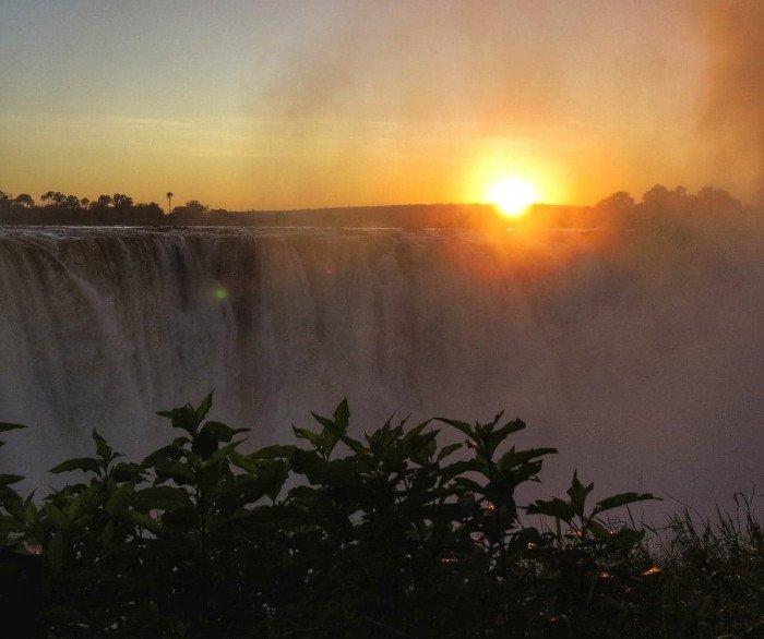 Victoria Falls - nascer do sol.
