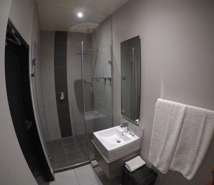 Banheiro do The Residency Jellicoe.