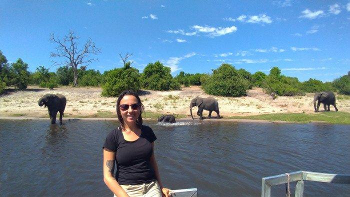 Filhote de elefante no Chobe.